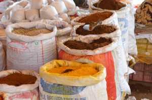 Coloratissime spezie nel mercato di Nasik